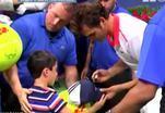 Знаменитый теннисист спас мальчика от толпы
