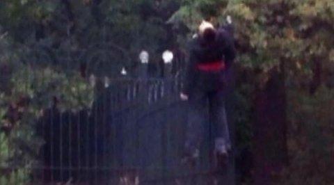 В Харькове на ограде храма повесили молодого мужчину