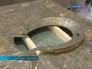В Новгороде реставрируют оклад иконы