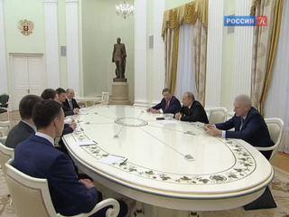 Путин встретился с лауреатами премии для молодых учёных