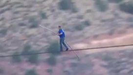 Американский канатоходец пересек Гранд-каньон без страховки