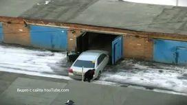 Пособие для женщин: как загнать машину в гараж