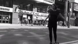 Сноубордистка безнаказанно проехалась по встречной в самом центре города