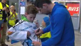 Чешская детвора собирает автографы у хоккейных кумиров