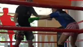 Чемпионка по тайскому боксу решила разыграть инструкторов