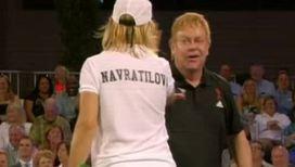 На корте Лас-Вегаса теннисные легенды проиграли известному музыканту